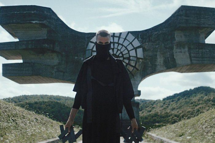Alan Walker Kembali Hadirkan Pop EDM Melodramatik Dalam 'Darkside'